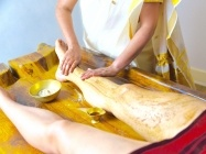 Udhwarthanam – The Ayurvedic herbal powder massage